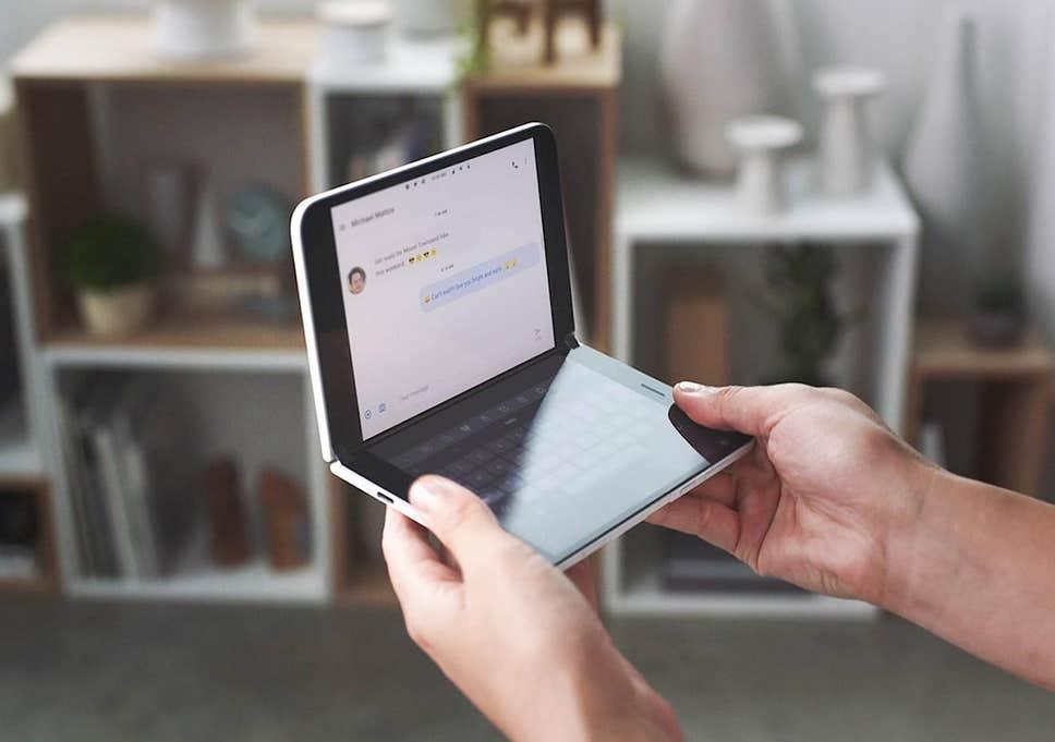 2画面Androidスマホ「Surface Duo」